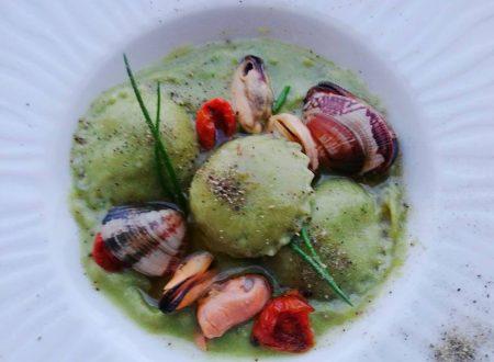 Ravioli verdi al Caprino con Crema di Asparagi, Cozze e Vongole