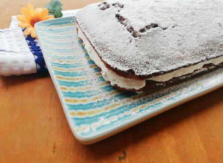 Torta moretta con Panna e Scaglie di Cioccolato
