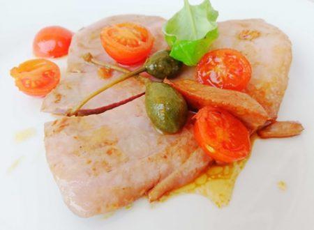 Filetto di Tonno con Pomodorini e Olive