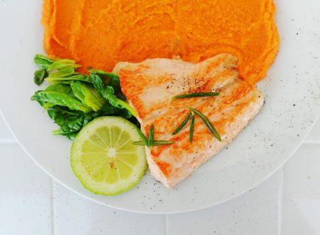 Salmone grigliato con purea di patate dolci