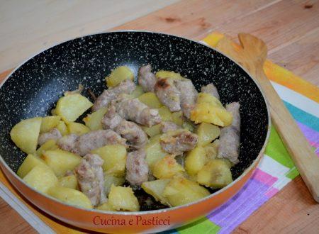 Salsiccia e patate arrosto in padella