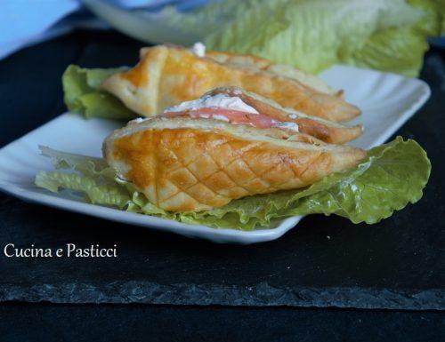 Pesciolini di pasta sfoglia con salmone e formaggio