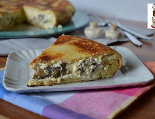 Torta salata cotta in padella con ricotta e funghi
