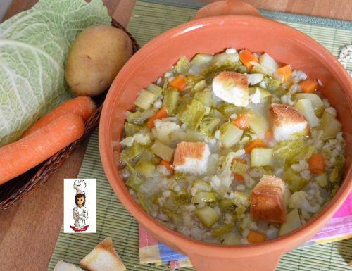 Zuppa di verdure e orzo perlato