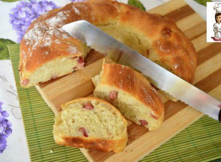 Corona di pane e pancetta