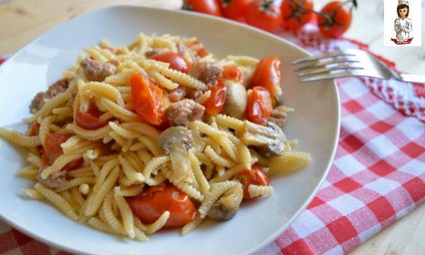 Malloreddus con salsiccia funghi e pomodorini