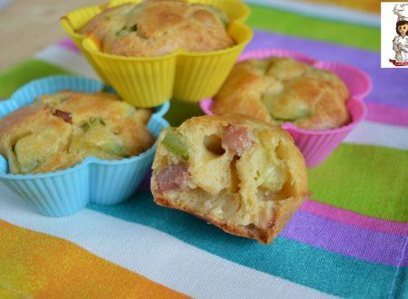 Muffin salati con zucchine e pancetta senza lievito