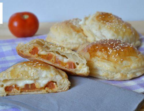Mini rustici con pomodoro e formaggio
