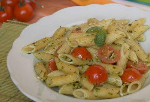 Pasta al pesto di basilico e pomodorini