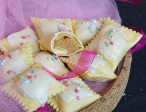 Ravioli dolci ripieni di mandorle
