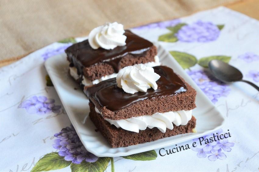 Tortine al Cacao con Cioccolato e Panna