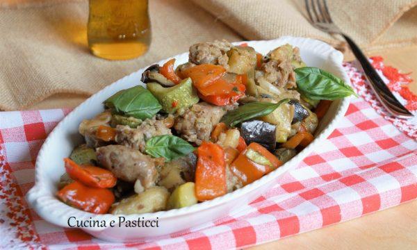 Peperoni melanzane zucchine e salsiccia