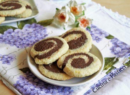 Biscotti bicolore a spirale