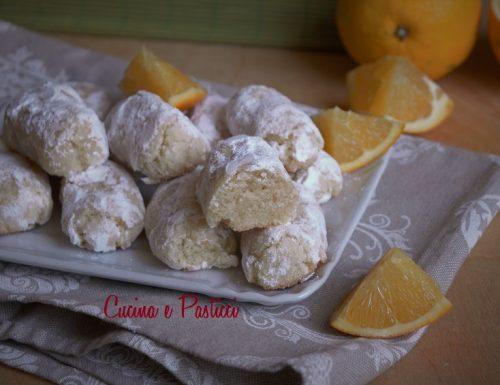 Biscotti morbidi con mandorle e arancia