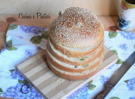 Panettone gastronomico alle olive