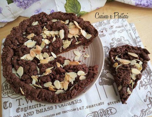 Crostata al cacao con nutella e mandorle