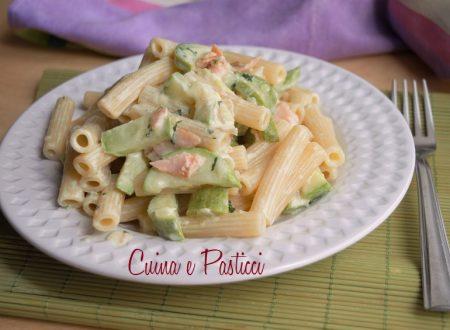 Pasta cremosa con zucchine e salmone