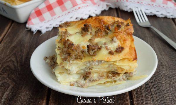 Lasagne con carne e salsiccia in bianco