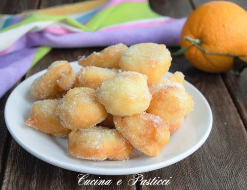 Zeppoline di semola e arancia