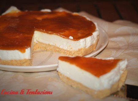 cheesecake con marmellata di pesche e amaretti