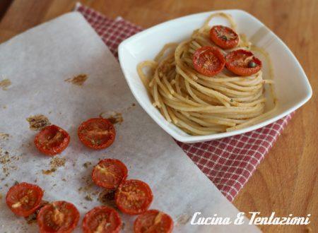 Spaghetti con pomodori confit, alici, capperi e pan grattato