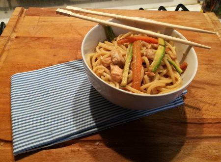 Spaghetti Orientali (salmone, verdure e salsa di soia)
