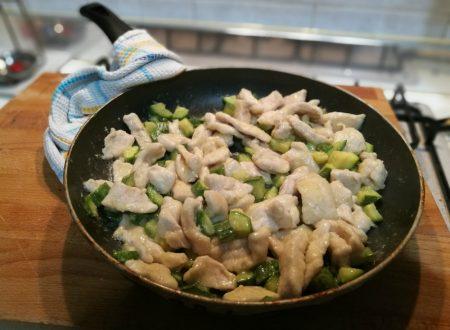 Spadellata di pollo e zucchine