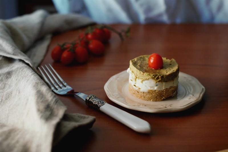 Cheesecake salata con avocado