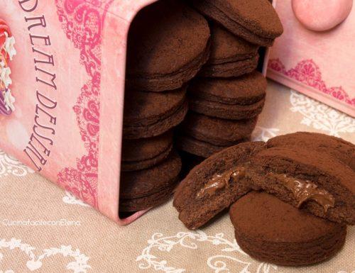Grisbi (biscotti al cioccolato ripieni di Nutella)