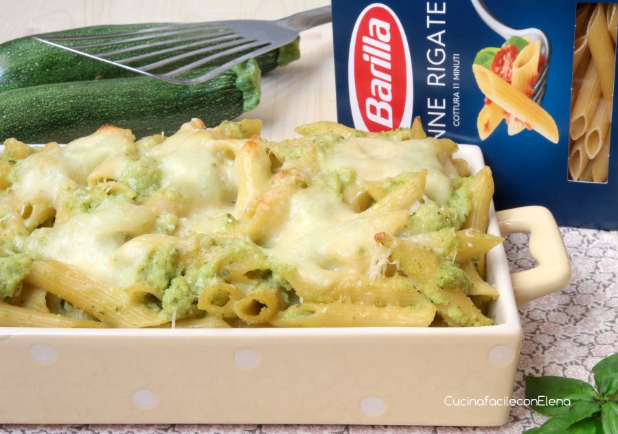 La Pasta al Forno con pesto di zucchine è un primo davvero squisito ...