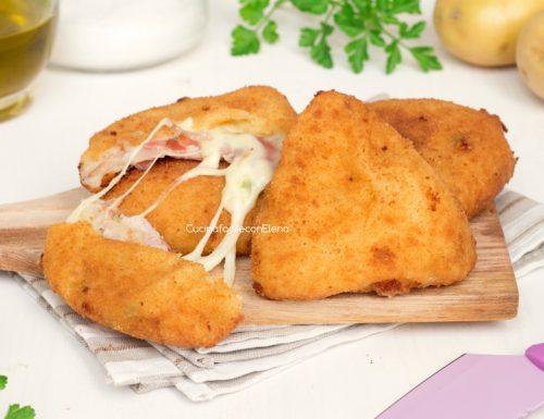Triangolini di patate con speck e scamorza