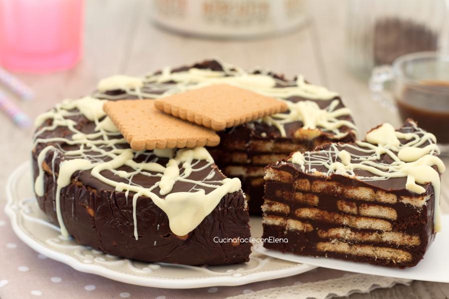 La torta di biscotti e cioccolato fredda senza cottura è un dolce di una  golosità unica! In dispensa avevo un bel po\u0027 di cioccolato da smaltire ed  un pacco