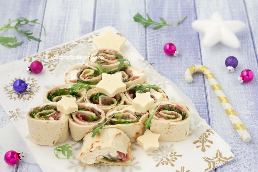 Antipasti Di Natale Fatti Ad Albero.Albero Di Natale Di Piadine Antipasto Natalizio Velocissimo Senza