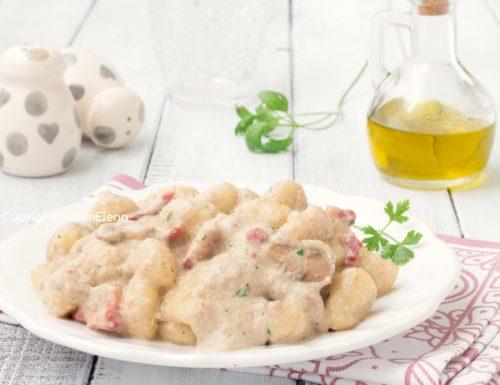 Gnocchi con crema di funghi e pancetta