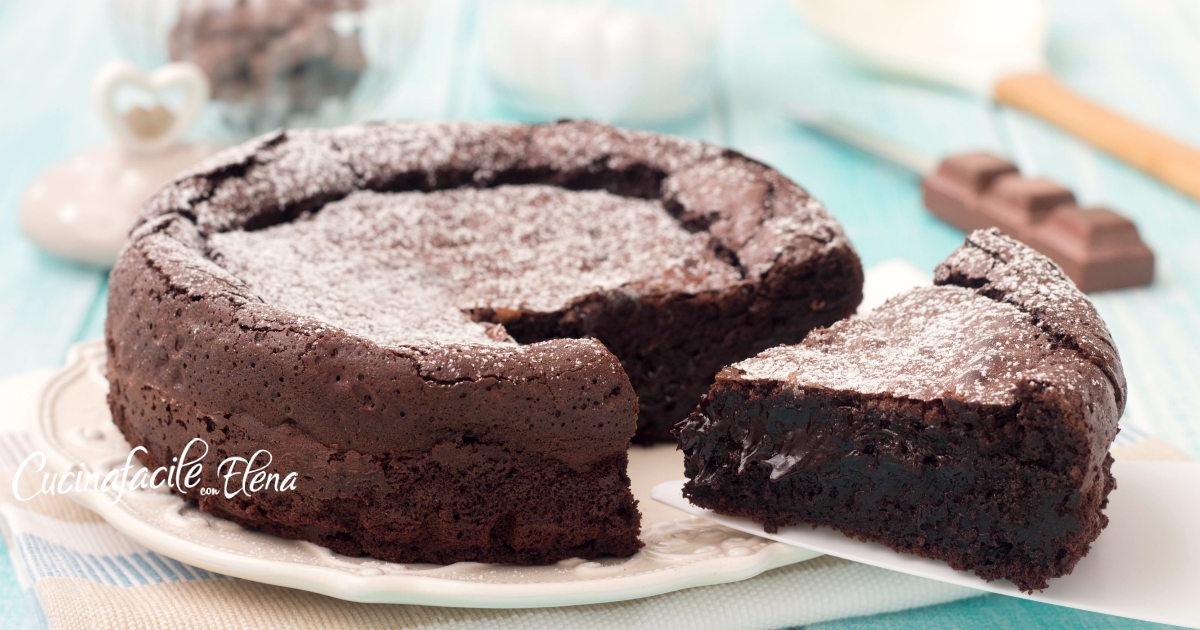 Torta sublime al cioccolato che si scioglie in bocca cremosa senza farina e senza lievito