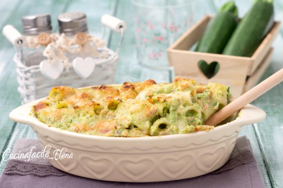 Pasta al forno zucchine e salmone