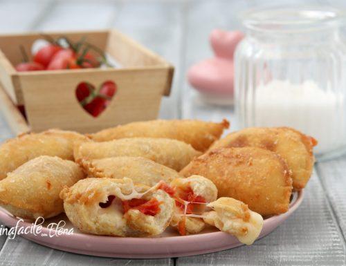 Calzoncini fritti al pomodoro