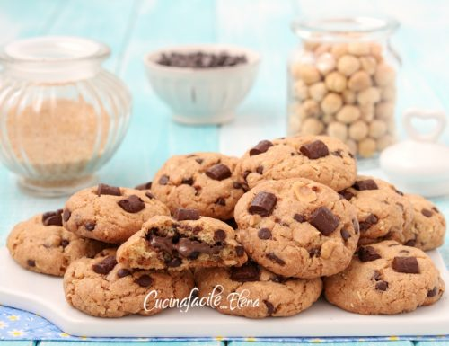 Cookies alle nocciole ripieni