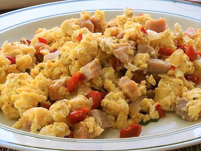 Ricetta Uova Strapazzate Con Pancetta.Uova Strapazzate Con Pancetta E Peperoni Blog Di Cucina Facile E Piatti Semplici