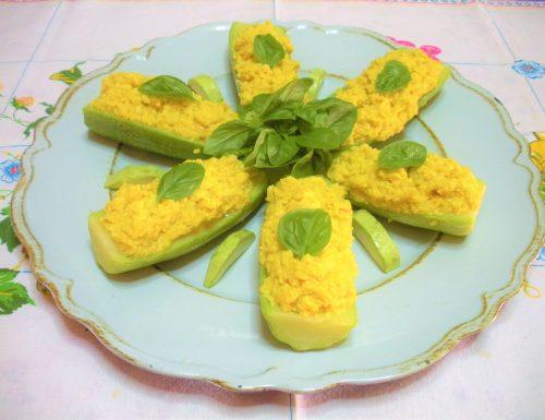 Zucchine ripiene con uova e cipolla