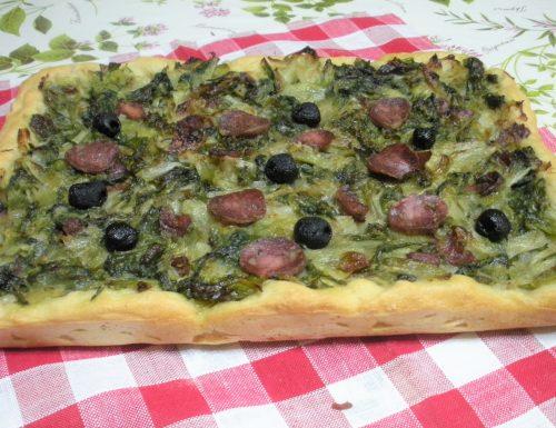 Pizza con scarola e salsiccia