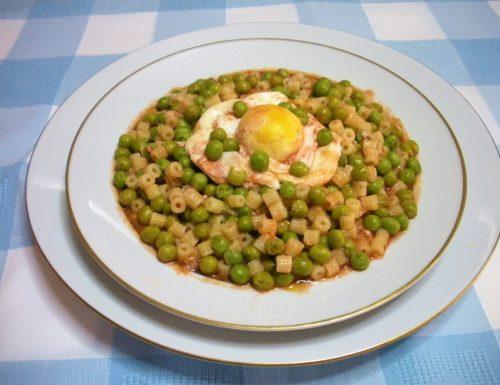 Minestra e piselli con l'uovo