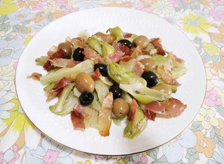 Puntarelle con olive e speck