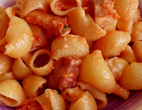 Pipette con pomodori e pancetta