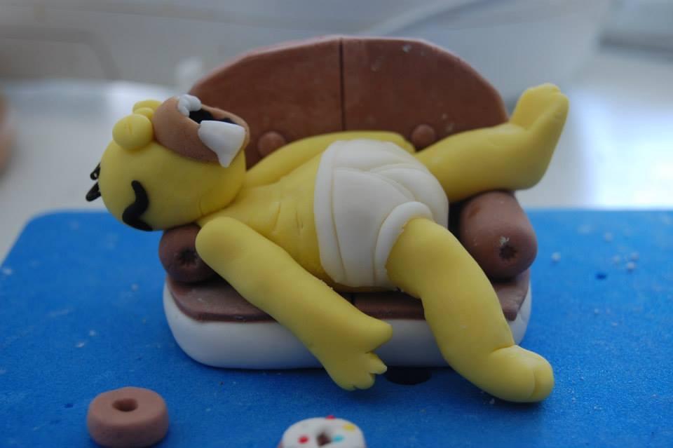 Simpson Sul Divano : Homer simpson dopo una mangiata di donuts cucinainfesta
