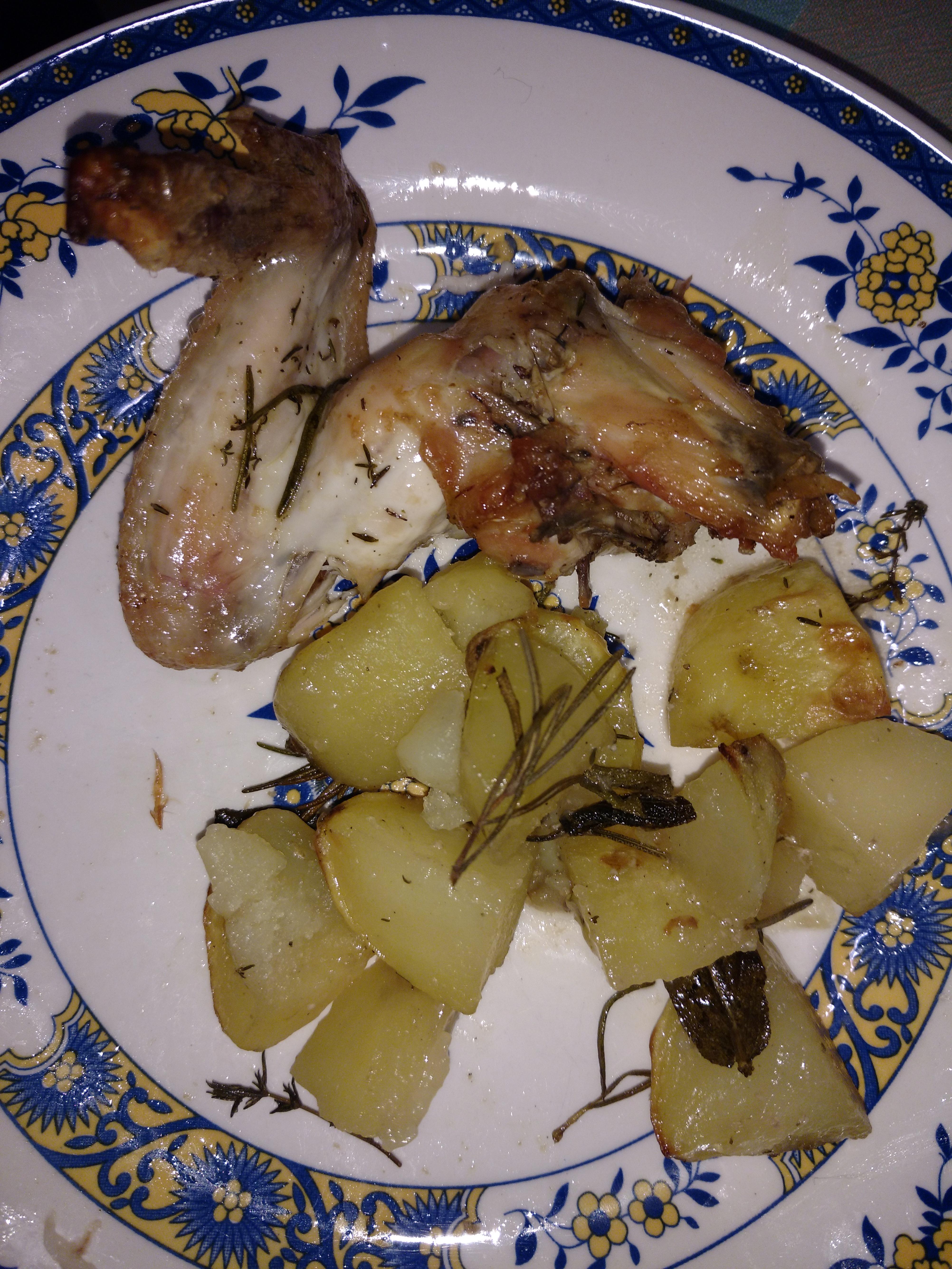 Pollo al forno con patate ed aromi