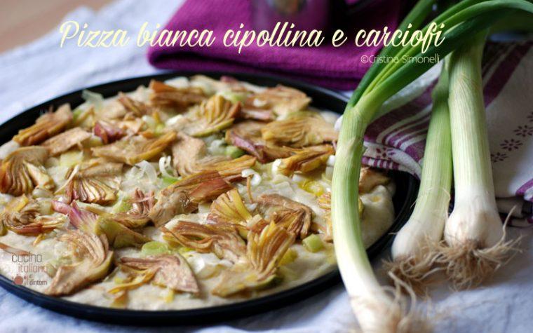 Pizza bianca con cipollina e carciofi, una ricetta che sa di primavera