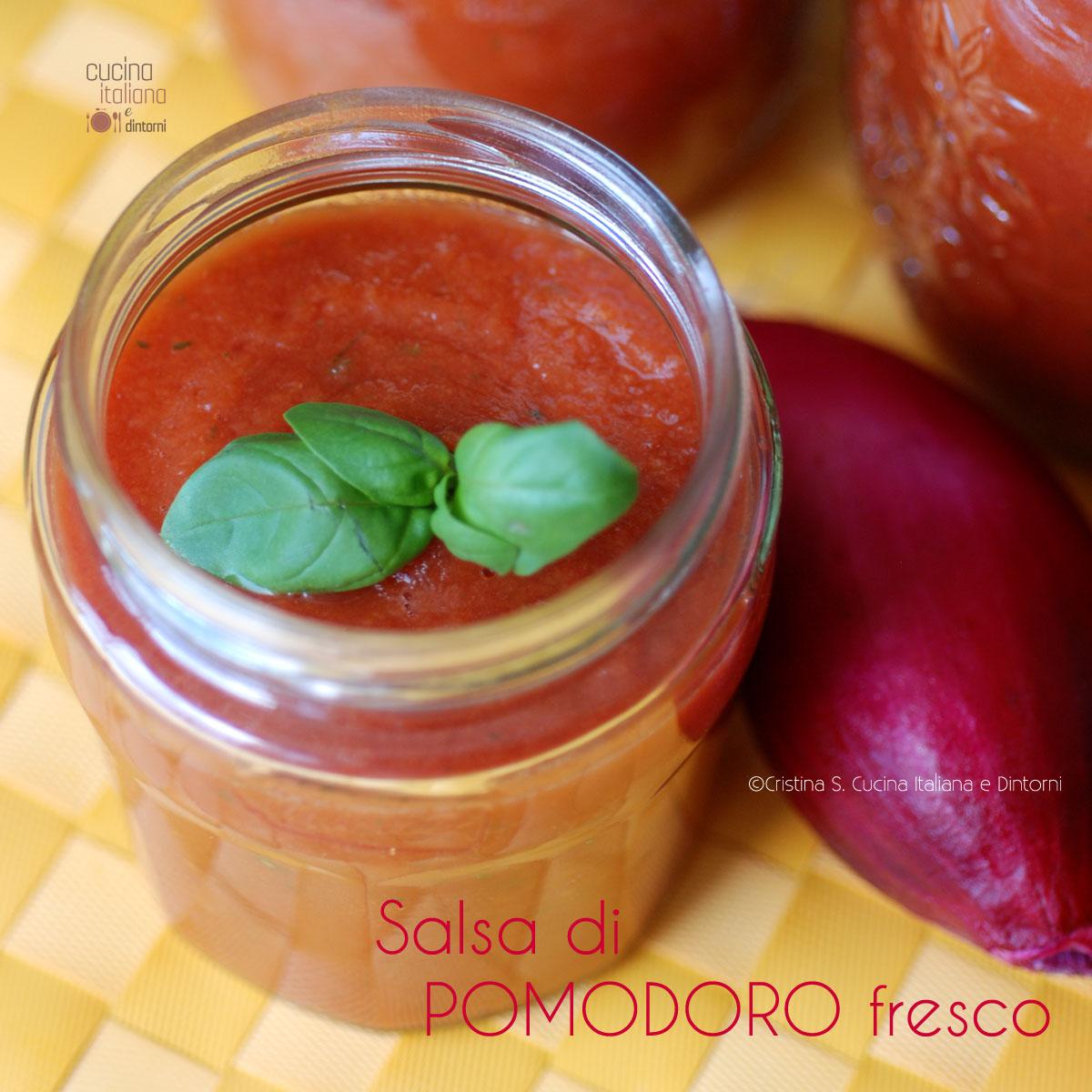 Salsa di pomodoro fresco e verdure per condire la pasta