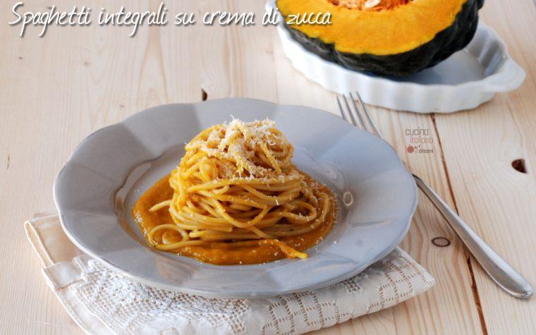 Spaghetti integrali su crema di zucca