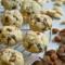 Biscotti di Okara di mandorle con nocciole e gocce di cioccolato